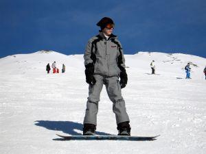 Triki snowboardowe – rady dla początkujących