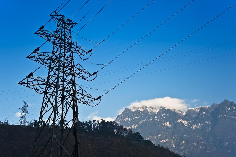 Elektryfikacja transportu, przemysłu i budownictwa może zredukować emisję CO2 o 60% – raport Eaton
